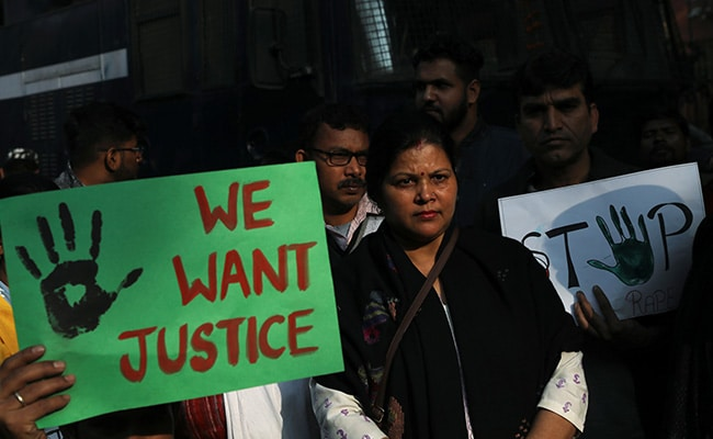 TOP 5 NEWS: संसद में गूंजा हैदराबाद रेप-मर्डर मामला, महाराष्ट्र में बीजेपी सांसद के दावे से मची खलबली