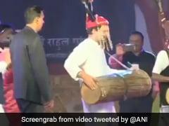राहुल गांधी ने पहना सिर पर मुकुट और ढोल बजाते हुए किया 'आदिवासी डांस', वायरल हुआ Video