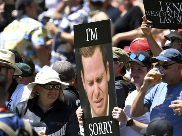 """Steve Smith Mocked By New Zealand Fans With """"I Know What You Did Last Summer"""" Placard"""