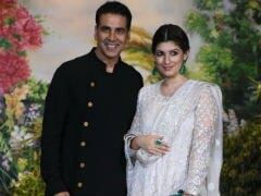 You Won't Believe What Akshay Kumar Brought Back Home For Twinkle Khanna From Work - Onion Earrings
