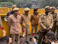 In The Middle Of Protests In Delhi, People Hand Out Flowers To Police
