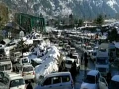 4 km Traffic Jam In Mountains Of Manali, Tourists Stuck