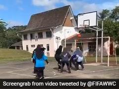 Watch Video: হিজাব পরা ফুটবলারের শটে অবাক গোল! ফিফা বলল 'বছরের সেরা গোল'