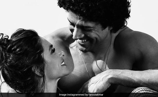 Farhan Akhtar's Post Proves Shibani Dandekar 'Makes Him Smile' And How
