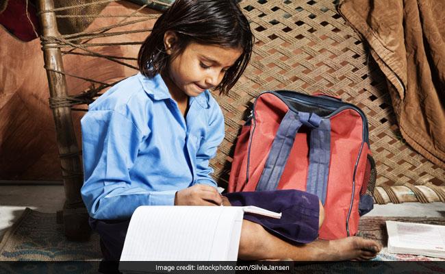 कोरोना के कारण, माता पिता नहीं दे सकते फीस प्राइवेट की जगह सरकारी स्कूलों में दाखिला ले रहे छात्र