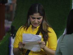 <I>Bigg Boss 13</I> Written Update December 10, 2019: Aarti Singh Breaks Down After Reading Her Family's Letter