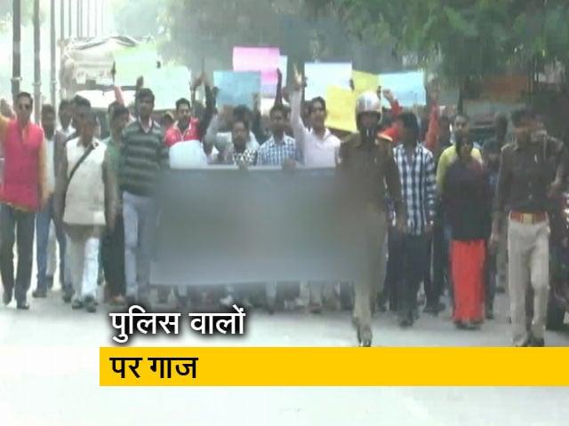 Videos : हैदराबाद में महिला डॉक्टर के गैंग रेप के बाद एसआई समेत तीन पुलिस वाले सस्पेंड