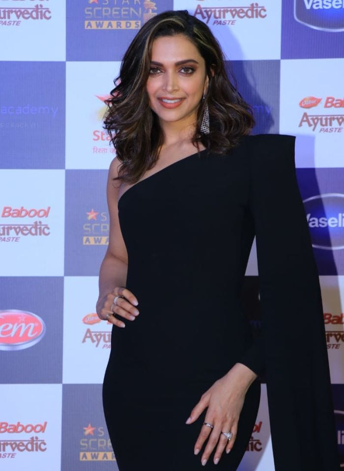 Deepika Padukone Hairstyle In Cocktail - Best Haircut 2020