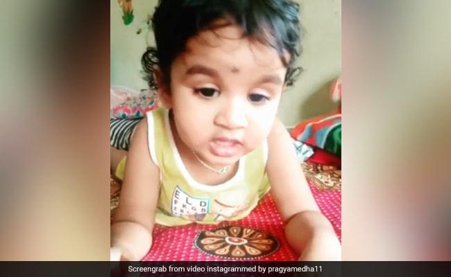 रानू मंडल के बाद 2 साल की बच्ची ने गाया लता मंगेशकर का गाना ''लग जा गले'', इंटरनेट पर Viral हो रहा वीडियो