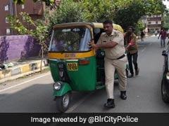 ऑटो रिक्शे वाले की मदद कर ट्विटर पर छाया पुलिस अधिकारी, लोगों ने कहा- ''आप हैं असली सिंघम''