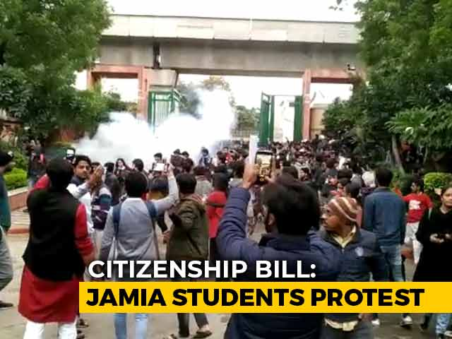 Video : Jamia Students Clash With Delhi Police In Citizenship Act Protest