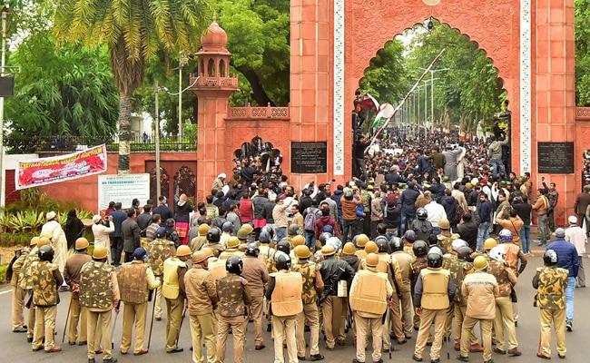 AMU Students Begin Hunger Strike Against Campus Violence During Protests