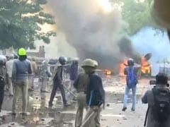 लखनऊ में CAA के खिलाफ प्रदर्शन हुआ उग्र, पथराव और आगजनी, NDTV की ओबी वैन को नुकसान