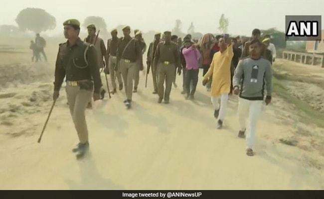 Unnao Rape Case: प्रशासन से आश्वासन मिलने के बाद पीड़िता के शव को दफनाया गया