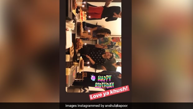 Inside Anshula's Birthday Celebrations With Janhvi, Khushi And Arjun Kapoor