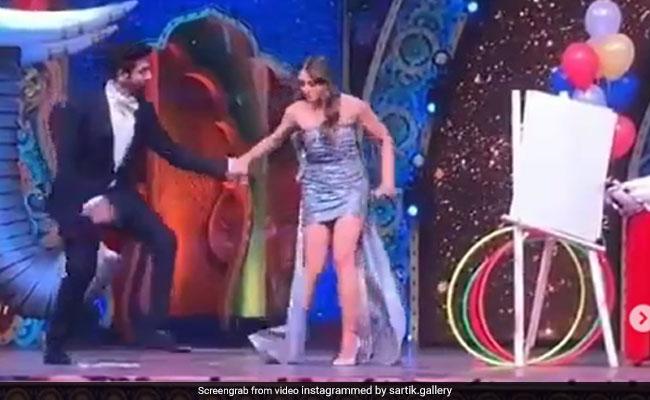 Viral: Sara Ali Khan Trips On Stage, Kartik Aaryan Comes To Her Rescue