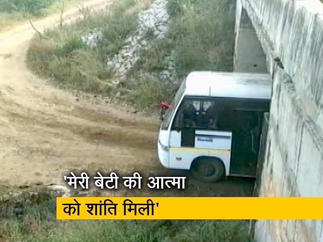 Videos : एनकाउंटर पर तेलंगाना रेप पीड़िता के पिता और बहन ने जताई खुशी