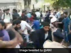 CAA Protest: अहमदाबाद में पुलिस ने बरसाई प्रदर्शनकारियों पर लाठियां, कई लोग हिरासत में