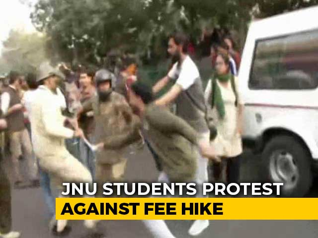 Video : JNU Students Lathi-Charged By Cops During Protest In Delhi Over Fee Hike