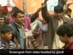 दिल्ली : लोकसभा में नागरिकता बिल पास होने की खबर सुनते ही 'मंजनू का टीला' में पाकिस्तान से आए हिंदू शरणार्थी नाचने लगे