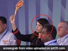 IPL Auction में छाई ये Mystery Girl, जानिए कौन हैं जो लगा रही थी खिलाड़ियों पर करोड़ों की बोली...
