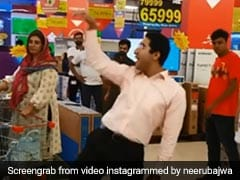 Viral Video: शॉपिंग मॉल में खरीददारी कर रहा था शख्स, तभी बजा 'लौंग लाची' सॉन्ग और मचा दी धूम