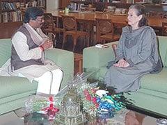 कांग्रेस अध्यक्ष सोनिया गांधी से मिले हेमंत सोरेन, शपथ ग्रहण समारोह में शामिल होने का दिया न्योता