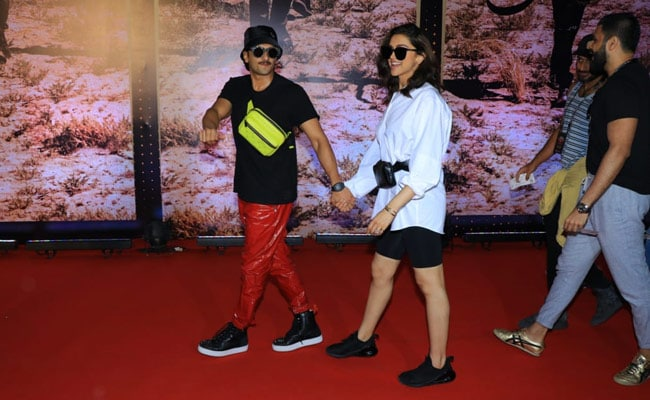 Deepika, Ranveer Make Hand-In-Hand Entry At U2 Concert