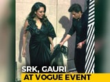 Video : Viral: Shah Rukh Khan Carrying Gauri's Train Is Couple Goals Set High