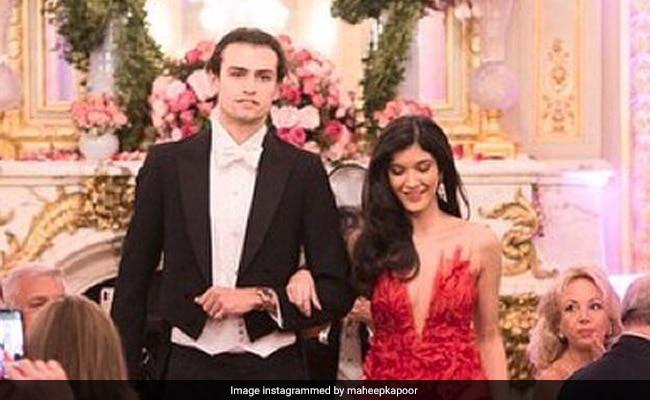 Shanaya Kapoor Makes Her Debut At Le Bal In Paris. See Pics