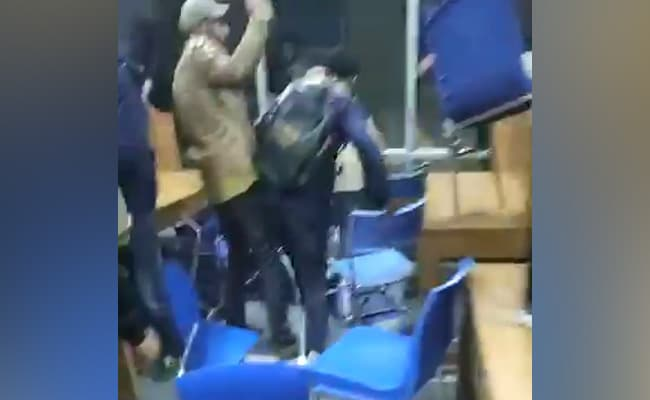On Camera, Jamia Students Take Cover In Library As Police Fire Tear Gas