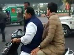 प्रियंका गांधी की स्कूटी का चालान भरने के लिए कांग्रेसियों ने सड़क पर मांगा चंदा