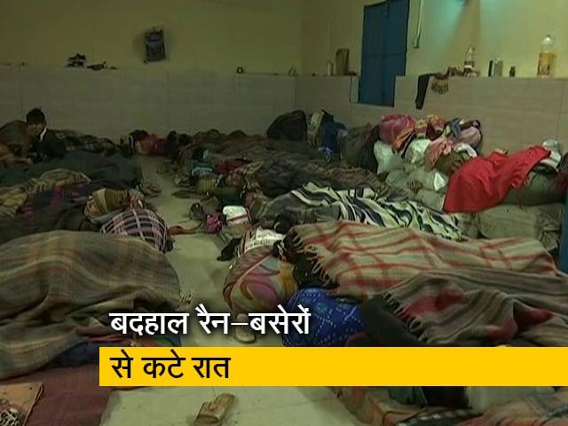 Videos : ग्राउंड रिपोर्ट: कड़ाके की ठंड में दिल्ली के रैन-बसेरों का हाल