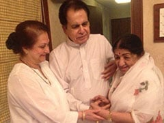 After Lata Mangeshkar Returns Home, Dilip Kumar Tweets 'Overjoyed That My <I>Chhoti Behen</I> Is Feeling Much Better'