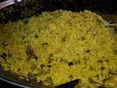 120 रुपए किलो वाली महंगी प्याज ने बिगाड़ा 'इंदौरी पोहे' का स्वाद, नींबू-मूली ने ली जगह तो...