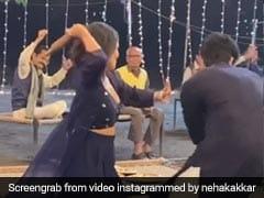 Neha Kakkar Video: नेहा कक्कड़ ने सेट पर अपने को-स्टार को बेलन लेकर दौड़ाया, वायरल हुआ वीडियो