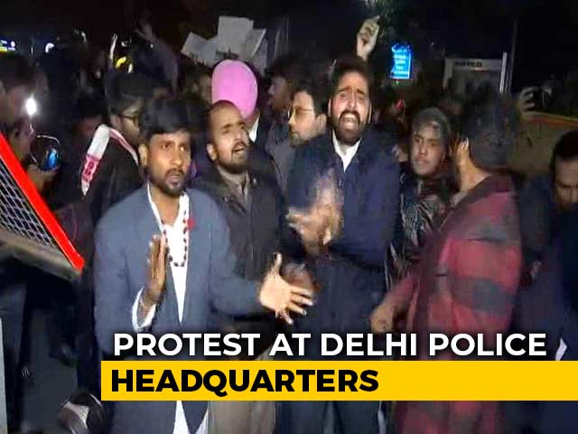 Video : Protest At Delhi Police Headquarters After Crackdown At Jamia