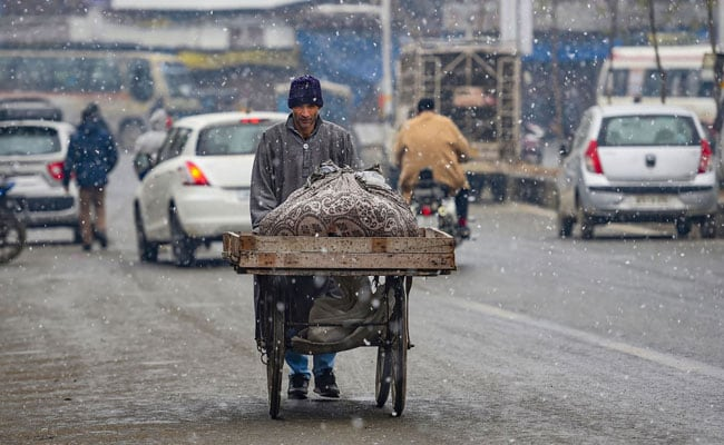 Srinagar Witnesses Coldest Night Of Season, Shivers At Minus 6.2 Degrees