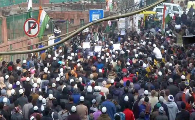 Live Updates: पूर्व CM देवेंद्र फडणवीस ने मुंबई के अगस्त क्रांति मैदान में कहा कि देश में अराजकता फैलाने की कोशिश की जा रही