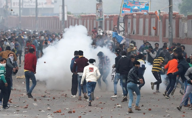 Cops Lathicharge, Tear Gas Protesters In Delhi's Seelampur, Many Injured
