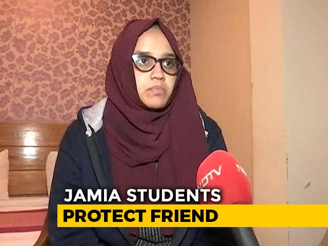 """Video : """"Thought Cops Wouldn't Attack Women"""": Jamia Student Seen In Viral Video"""