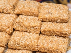 Make 2-Ingredient <i>Amaranth Chikki</i> This Winter For Your Weight Loss Or Diabetes Diet