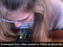 बिना अंगुली के लड़की ने ऐसे चलाया iPhone, लोगों को आ गई घिन, बोले- 'ये क्या देख लिया' - देखें Video