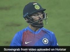 India vs West Indies: தன்னுடைய சிக்ஸரை பார்த்து ரசித்த விராட் கோலி