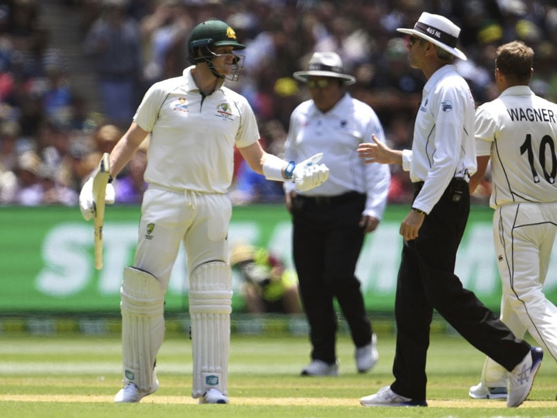 Steve Smith Fumes At Umpire Nigel Llong After Controversial Call During Boxing Day Test. Watch