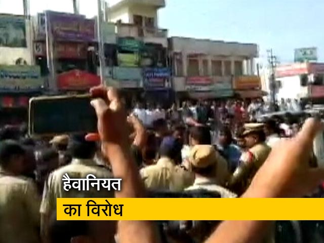 Videos : सिटी एक्सप्रेस: हैदराबाद बलात्कार-हत्या मामले का विरोध कर रहे लोगों पर लाठीचार्ज