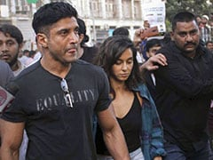 Farhan Akhtar among Other Celebrities Join Mumbai Citizenship Act Protests