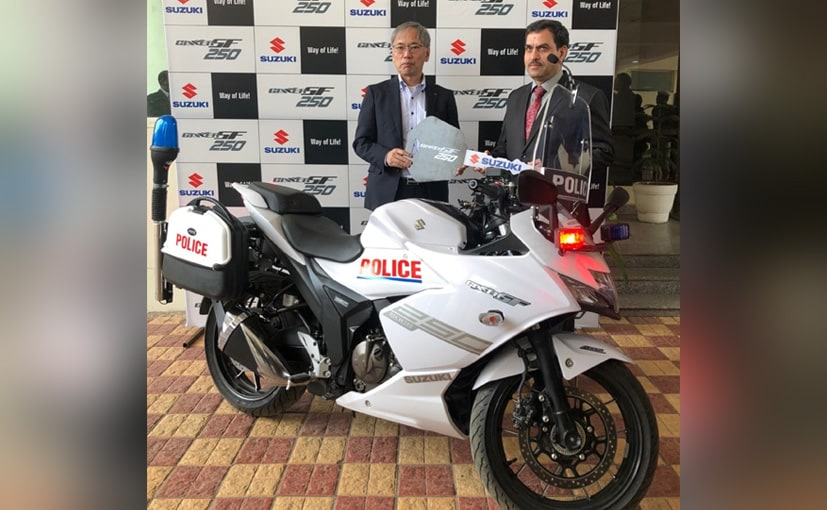 Koichiro Hirao, MD, SMIPL hands over the Gixxer SF 250 to IPS Mohammed Akil, CP, Gurugram