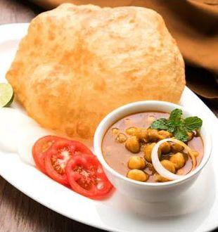 Indian Cooking Tips: बिना सोडा या यीस्ट का इस्तेमाल करें घर पर कैसे बनाएं इंस्टेंट आलू भटूरा (Recipe Video Inside)
