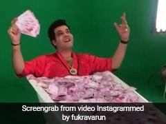 बॉलीवुड एक्टर वरुण शर्मा को मिला रुपयों से भरा टब, फिर करने लगा ऐसा- देखें Video